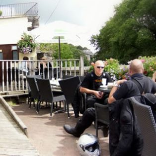 woodovis-park-camping-touring-devon-out-&-about-east-gate-brasserie