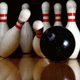 woodovis-park-camping-touring-devon-out-&-about-10-pin-bowling
