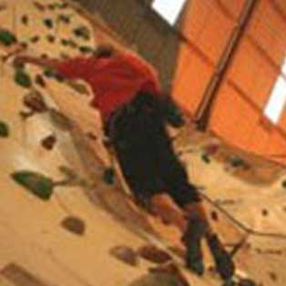 woodovis-park-camping-touring-devon-out-&-about-barn-climbing