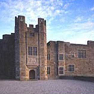 woodovis-park-camping-touring-devon-out-&-about-castle-drogo