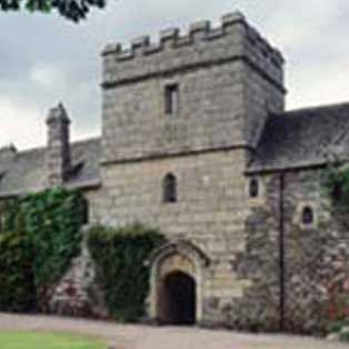 woodovis-park-camping-touring-devon-out-&-about-cotehele-house