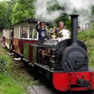 woodovis-park-camping-touring-devon-out-&-about-launceston-steam-railway