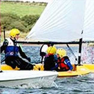 woodovis-park-camping-touring-devon-out-&-about-roadford-lake-watersports-centre