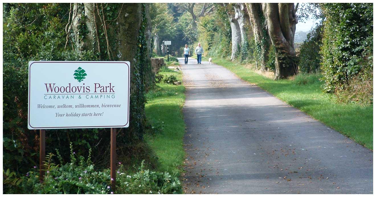 woodovis-park-camping-touring-devon-slider-01-entrance