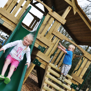 woodovis-park-camping-touring-devon-the-park-facilities-childrens-play-area