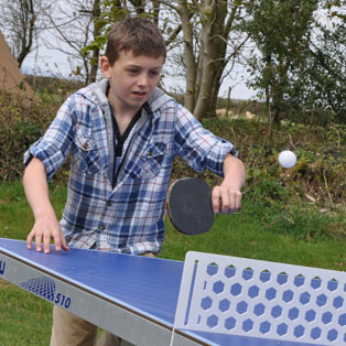 woodovis-park-camping-touring-devon-the-park-facilities-outdoor-table-tennis
